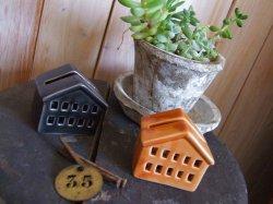 画像1: おうち型 カードスタンド(薄ブラウン)