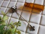 手彫りのシェル 小花を集めたスカーフピン